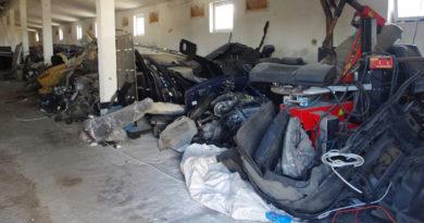 Straż Graniczna odkryła skład podejrzanych części samochodowych [FOTO]