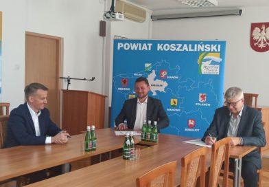 Pieniądze od Marszałka wspomogą przebudowę drogi Parnowo- Biesiekierz
