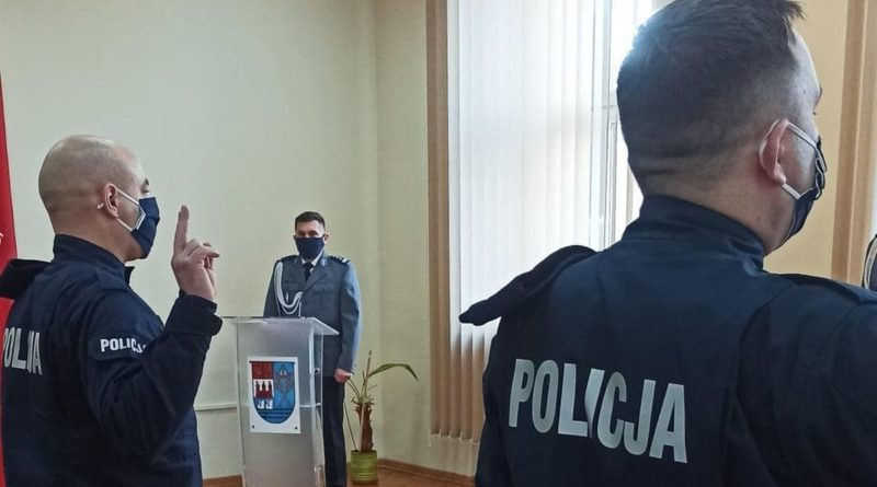 Kolejni policjanci wypowiedzieli słowa roty